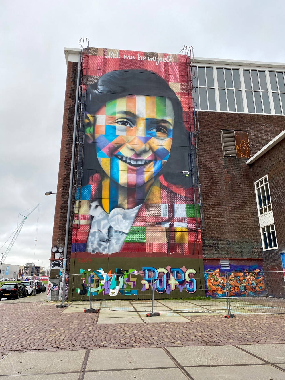 graffiti anne frank.jpg